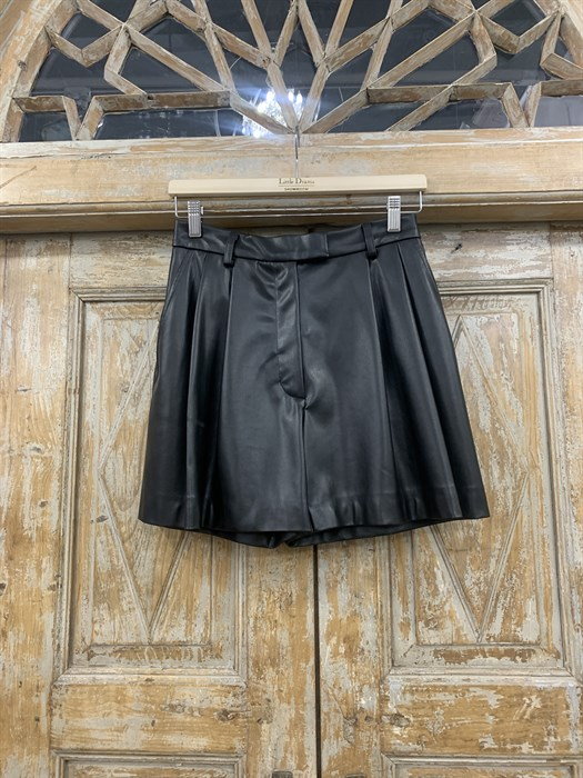 ШОРТЫ короткие со складками спереди (ЭКО-кожа) - фото 11040