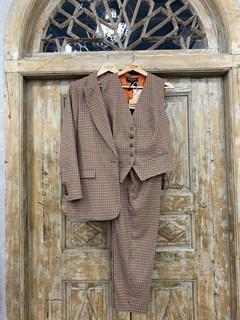 ЖИЛЕТКА для костюма-тройки (из полушерсти в клетку) - фото 10741