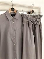 КОСТЮМ ЛЬНЯНОЙ (рубашка свободная и брюки зауженные на резинке с поясом-бант) - фото 5501