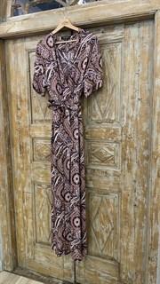 КОМБИНЕЗОН, широкие брюки с защипом в пол, верх на запАхе, короткий рукав (из легкой вискозы в огурцы) - фото 7898