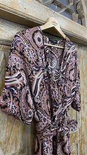 КОМБИНЕЗОН, широкие брюки с защипом в пол, верх на запАхе, короткий рукав (из легкой вискозы в огурцы) - фото 7899