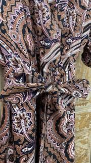 КОМБИНЕЗОН, широкие брюки с защипом в пол, верх на запАхе, короткий рукав (из легкой вискозы в огурцы) - фото 7900