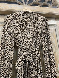 ПЛАТЬЕ МИДИ с воротником стойкой и защипами на груди, леопардовый принт - фото 9541