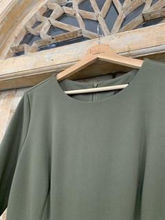 ПЛАТЬЕ (джерси, миди, складка на юбке, с ремнем) - фото 9568